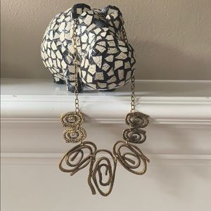 Jewelry - Hammered gold circle statement necklace